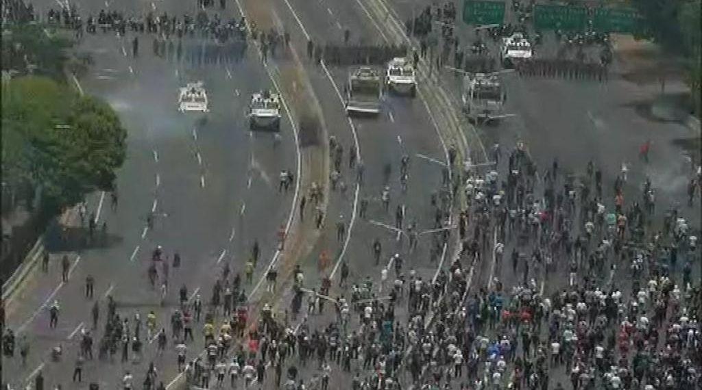 مصادر طبية: 69 جريحا في مواجهات فنزويلا
