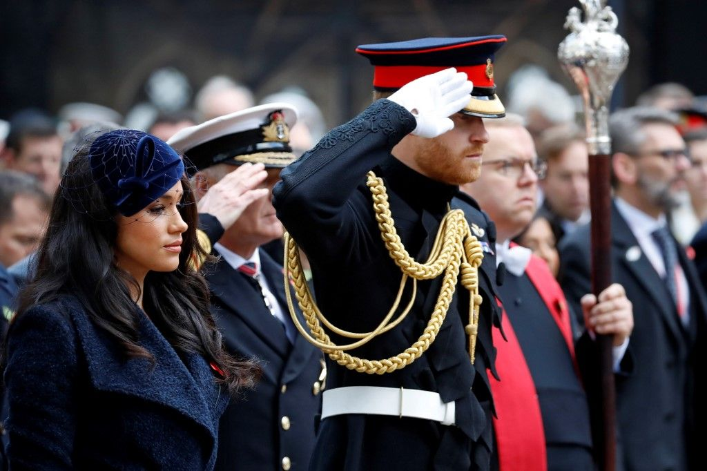 Britain's Prince Harry, Duke of Sussex and his wife Meghan, Duchess of Sussex pay their respects after laying a Cross of Remembrance in front of wooden crosses from the Graves of Unknown British Soldiers from the First and Second World Wars, during their visit to the Field of Remembrance at Westminster Abbey in central London on November 7, 2019. - The Field of Remembrance is organised by The Poppy Factory, and has been held in the grounds of Westminster Abbey since November 1928, when only two Remembrance Tribute Crosses were planted. In the run-up to Armistice Day, many Britons wear a paper red poppy -- symbolising the poppies which grew on French and Belgian battlefields during World War I -- in their lapels. (Photo by Tolga AKMEN / AFP)
