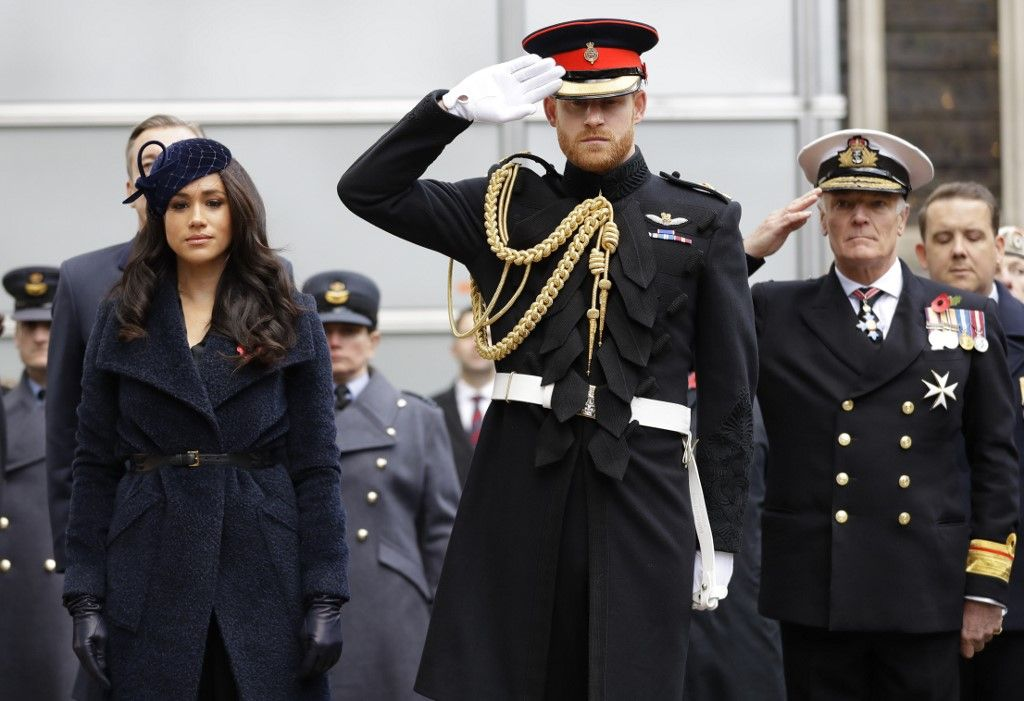 Britain's Prince Harry, Duke of Sussex and his wife Meghan, Duchess of Sussex pay their respects after laying a Cross of Remembrance in front of wooden crosses from the Graves of Unknown British Soldiers from the First and Second World Wars, during their visit to the Field of Remembrance at Westminster Abbey in central London on November 7, 2019. - The Field of Remembrance is organised by The Poppy Factory, and has been held in the grounds of Westminster Abbey since November 1928, when only two Remembrance Tribute Crosses were planted. In the run-up to Armistice Day, many Britons wear a paper red poppy -- symbolising the poppies which grew on French and Belgian battlefields during World War I -- in their lapels. (Photo by Kirsty Wigglesworth / POOL / AFP)
