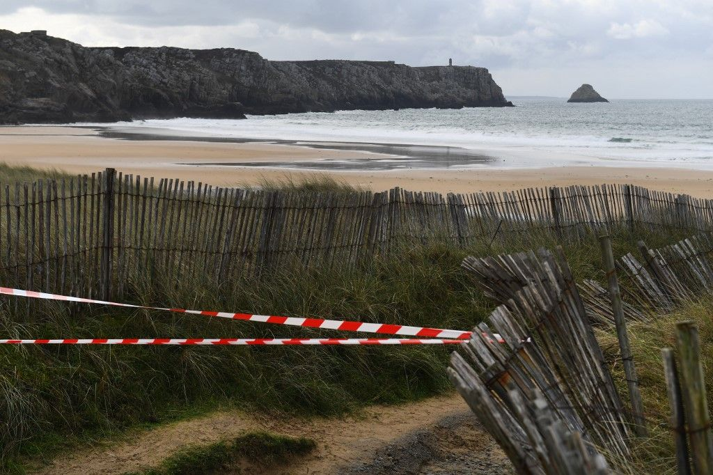 "The path leading to the Pen Hat beach in Camaret-sur-Mer, western France, is closed on November 13, 2019, where a pack of cocaine has been found, as French prosecutors said on November 10 that they had opened an investigation after finding a ""significant amount"" of cocaine and other drugs on beaches all along the Atlantic coast since last month. - The cocaine is particularly pure and therefore dangerous, according to the prosecutor's office in the western city of Rennes, urging people who come across the packages not to touch them. (Photo by Fred TANNEAU / AFP)"