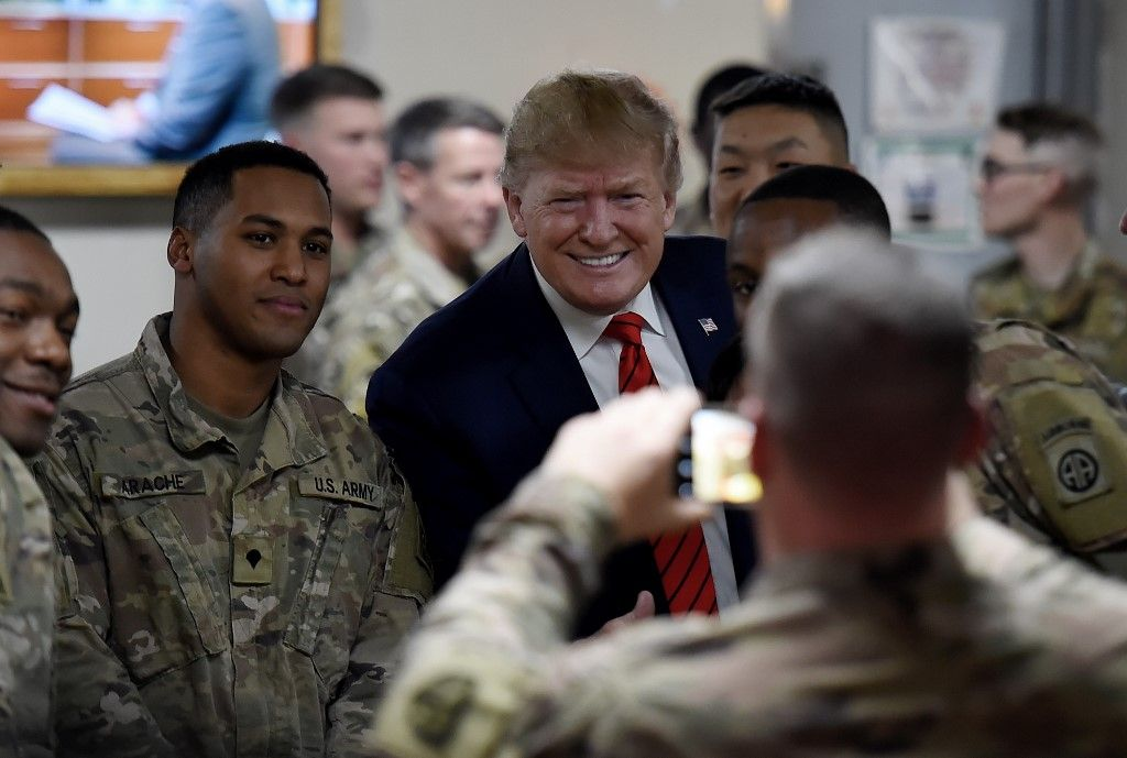 US President Donald Trump serves Thanksgiving dinner to US troops at Bagram Air Field during a surprise visit on November 28, 2019 in Afghanistan. (Photo by Olivier Douliery / AFP)