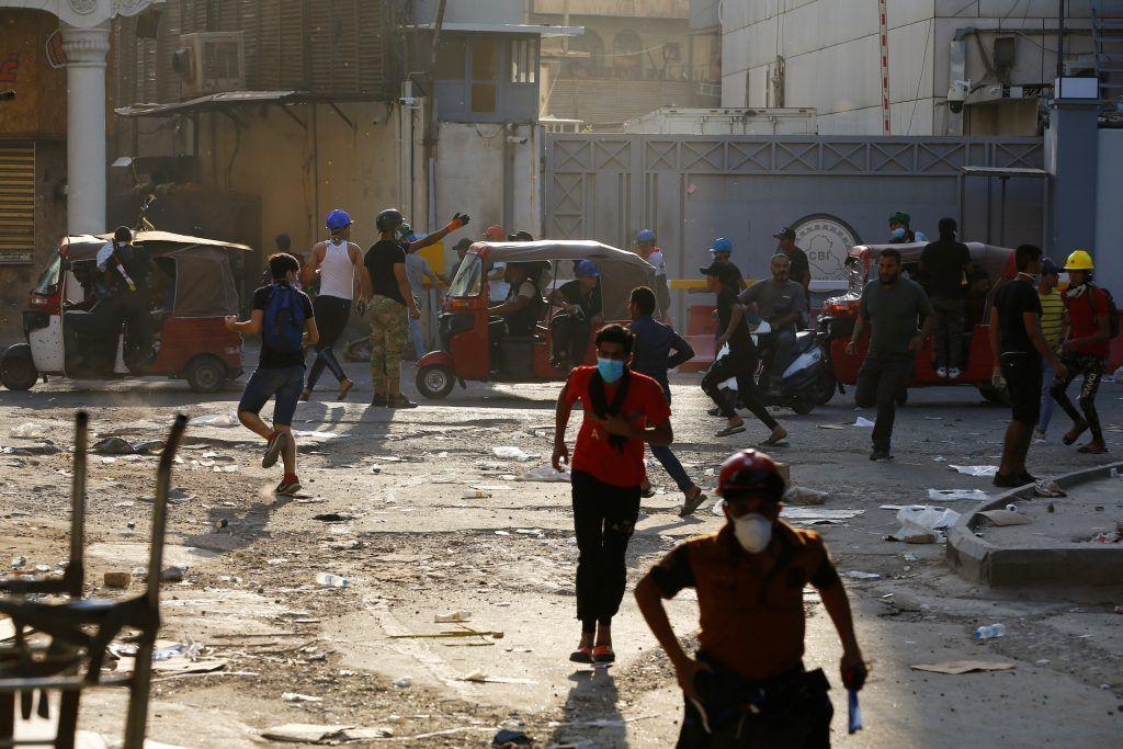 العراق: ارتفاع عدد القتلى خلال فض الاعتصامات في البصرة وبغداد