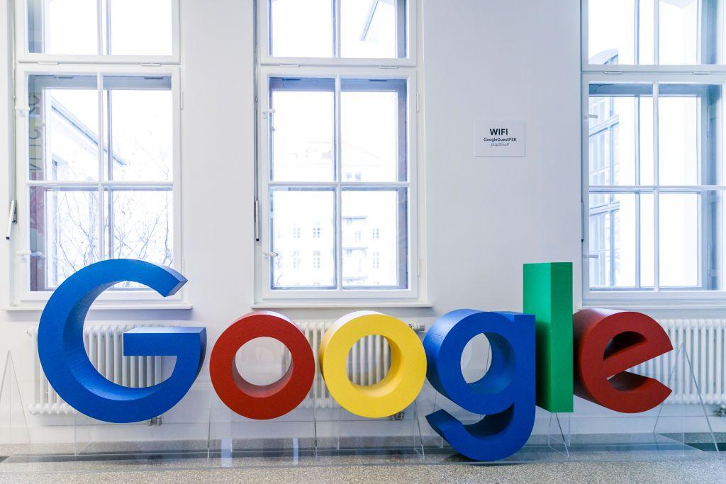 """""""غوغل"""" تطلق لابتوب بشاشة """"4K"""" بسعر 1400 دولار"""