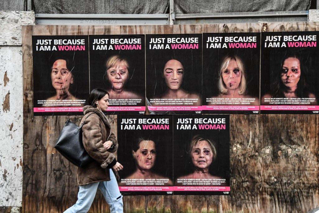 """A woman walks past """"Just because I am a Woman"""", a new series of works by Italian p...</p></div><div class=jeg_readmore_wrap> <a href=https://www.akhbaralaan.net/entertainment/celebrities/2020/01/17/%d9%83%d8%af%d9%85%d8%a7%d8%aa-%d9%88%d8%af%d9%85%d8%a7%d8%a1-%d8%b9%d9%84%d9%89-%d9%88%d8%ac%d9%88%d9%87-%d8%a3%d8%b4%d9%87%d8%b1-%d9%82%d8%a7%d8%af%d8%a9-%d8%a7%d9%84%d8%b9%d8%a7%d9%84%d9%85-%d9%85%d9%86-%d8%a7%d9%84%d9%86%d8%b3%d8%a7%d8%a1-%d9%85%d8%a7-%d8%a7%d9%84%d8%b1%d8%b3%d8%a7%d9%84%d8%a9%d8%9f-%d8%b5%d9%88%d8%b1 class=jeg_readmore>قراءة المزيد</a></div></div><div class="""