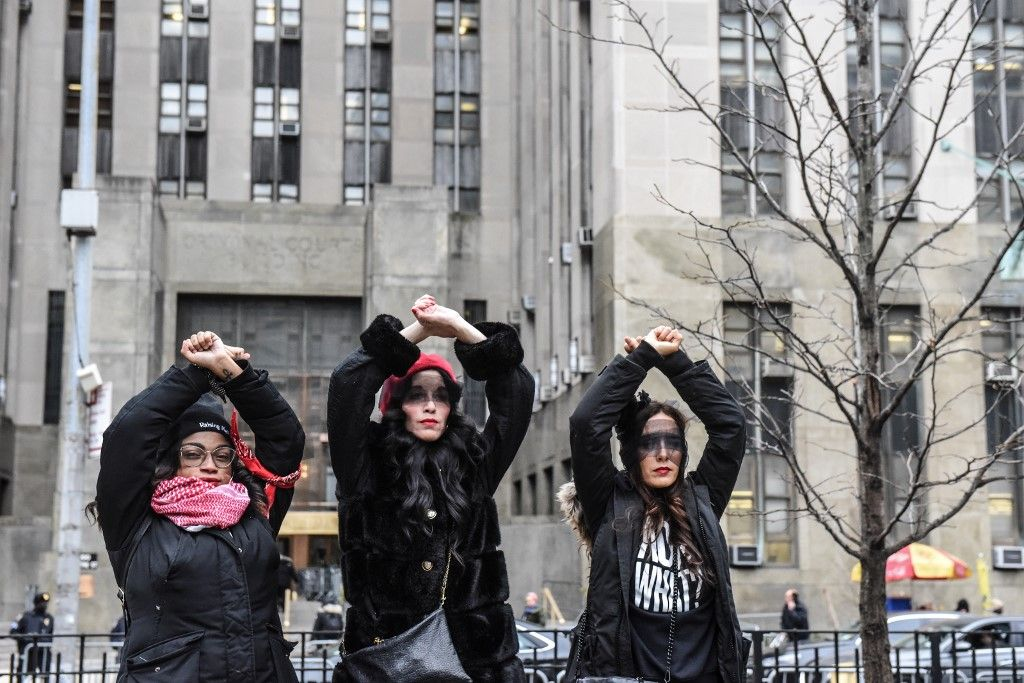 NEW YORK, NY - JANUARY 10 : Women inspired by the Chilean feminist group called Las Tesis protest in front of the New York City criminal court during Harvey Weinstein's sex crimes trial on January 10, 2020 in New York City. Weinstein, a movie producer whose alleged sexual misconduct helped spark the #MeToo movement, pleaded not-guilty on five counts of rape and sexual assault against two unnamed women and faces a possible life sentence in prison.   Stephanie Keith/Getty Images/AFP