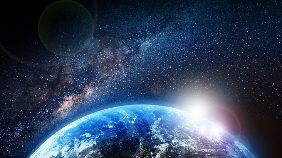ناسا تحذر: كويكب فى حجم مبنى إمباير ستيت يمر بقرب الأرض