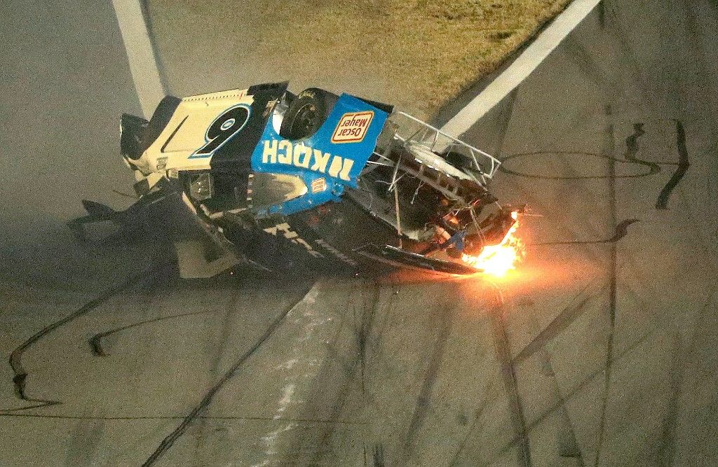 DAYTONA BEACH, FLORIDA - FEBRUARY 17: Ryan Newman, driver of the #6 Koch Industries Ford, crashes and flips during the NASCAR Cup Series 62nd Annual Daytona 500 at Daytona International Speedway on February 17, 2020 in Daytona Beach, Florida. Mike Ehrmann/Getty Images/AFP