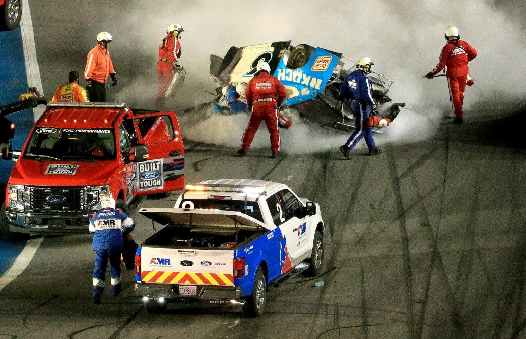 DAYTONA BEACH, FLORIDA - FEBRUARY 17: Track workers attend to Ryan Newman, driver of the #6 Koch Industries Ford, following a crash during the NASCAR Cup Series 62nd Annual Daytona 500 at Daytona International Speedway on February 17, 2020 in Daytona Beach, Florida. Mike Ehrmann/Getty Images/AFP