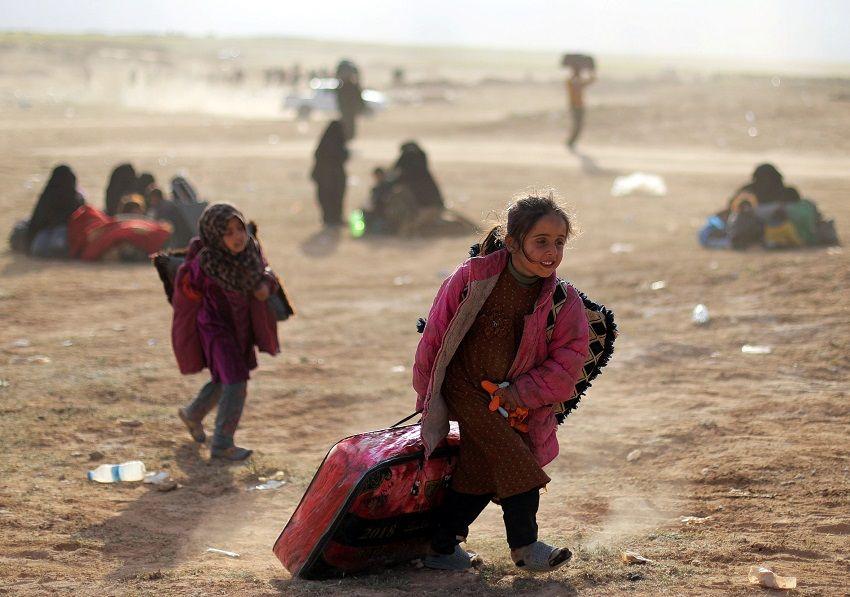 فرنسا تستعيد طفلة مريضة من عائلات داعش في سوريا