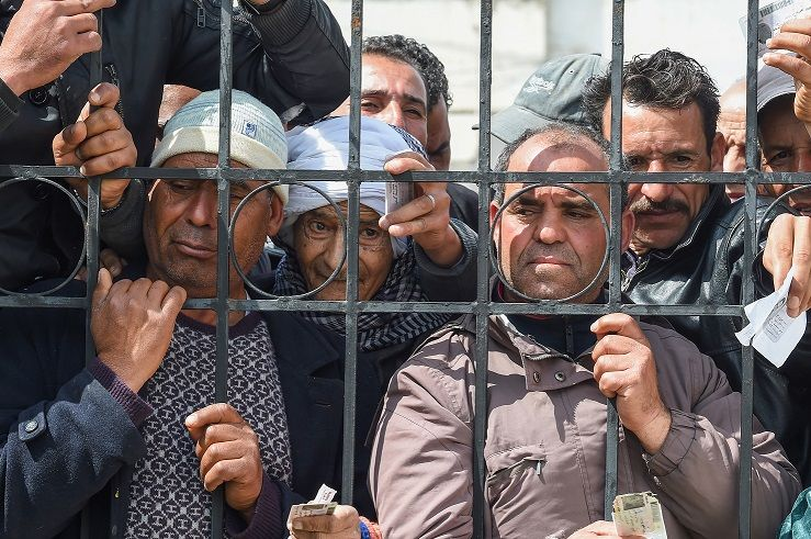 Impoverished Tunisian citizens gather with their identif...</p>                     </div>                     <div class=