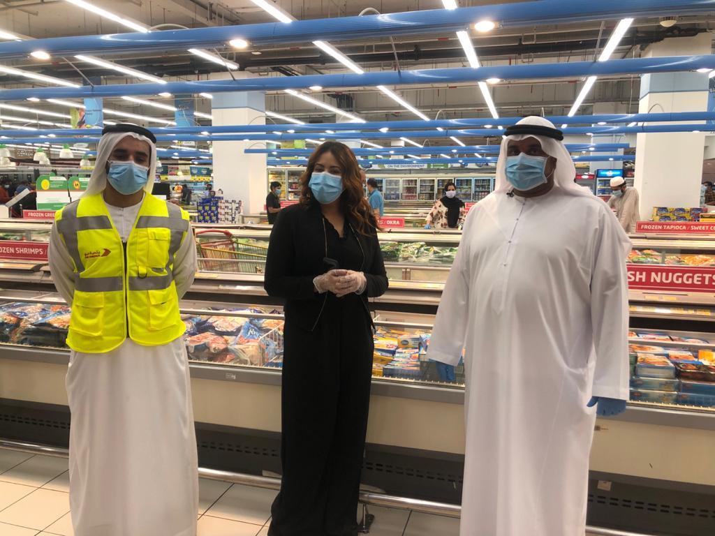 أخبار الآن برفقة مفتشي بلدية دبي في معاينة المواد الغذائية في المتاجر