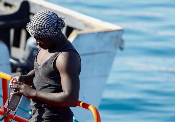 الأمم المتحدة تحث الدول الأوروبية على استقبال 160 مهاجراً عالقين في البحر