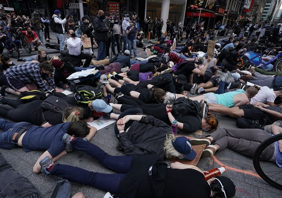 """Protestors lay on the ground with their hands behind their back in a call for justice for George Floyd in Times Square on June 1, 2020, during a """"Black Lives Matter"""" protest. - New York's mayor Bill de Blasio today declared a city curfew from 11:00 pm to 5:00 am, as sometimes violent anti-racism protests roil communities nationwide.<br /> Saying that """"we support peaceful protest,"""" De Blasio tweeted he had made the decision in consultation with the state's governor Andrew Cuomo, following the lead of many large US cities that instituted curfews in a bid to clamp down on violence and looting. (Photo by TIMOTHY A. CLARY / AFP)"""