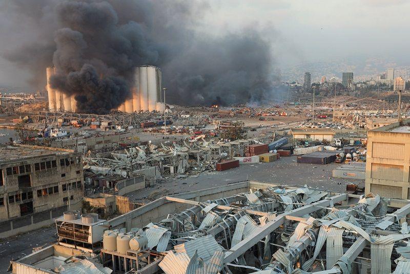 الدخان يتصاعد من موقع انفجار في بيروت ، لبنان ، 4 أغسطس 2020. رويترز