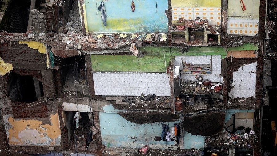 مقتل 35 شخصا بانهيار مبنى في الهند واستمرار جهود الإنقاذ