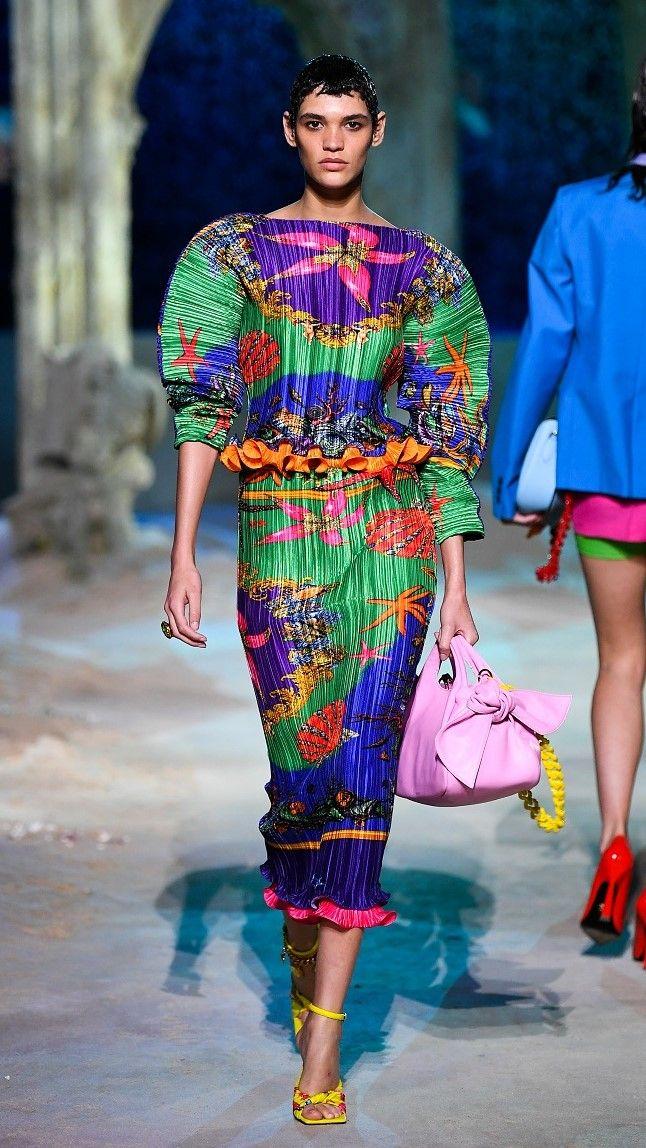 مجموعة Versace لربيع وصيف 2021 للنساء والرجال/ رويترز