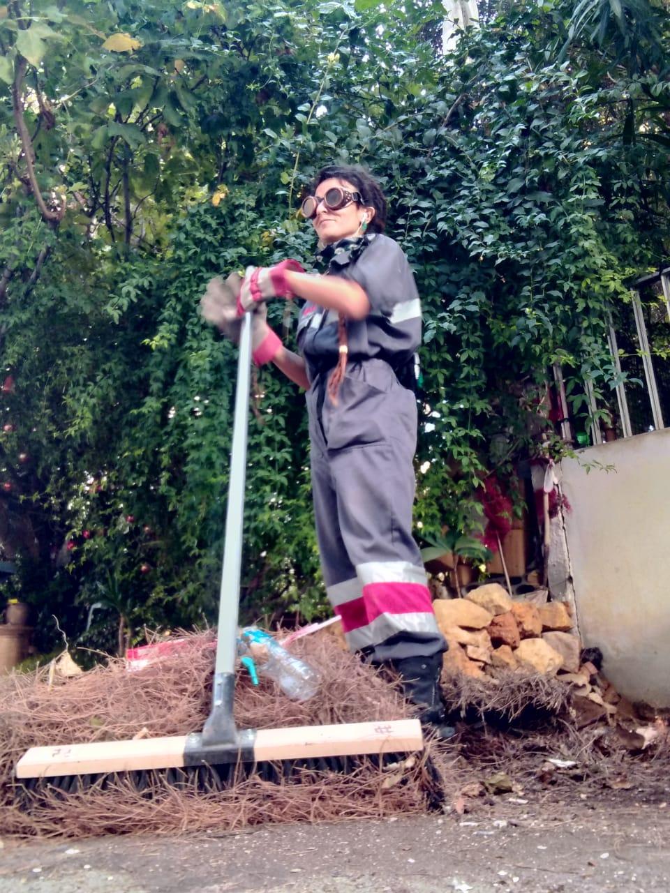 لبنانيّة تعمل في مجال النظافة لمواجهة البطالة وتغيير الصورة النمطية