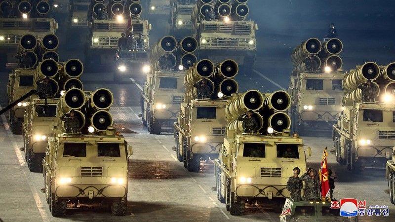 مركبات عسكرية خلال عرض لإحياء الذكرى الخامسة والسبعين لتأسيس حزب العمال الكوري الحاكم في كوريا الشمالية/ رويترز