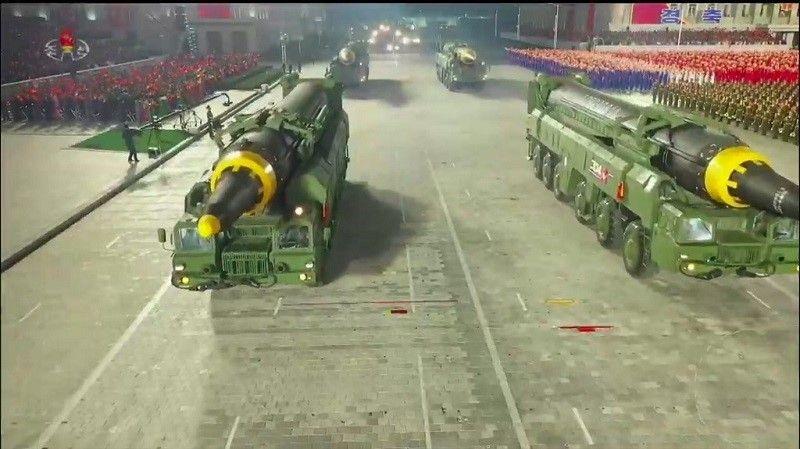عرض عسكري نووي عملاق في كوريا الشمالية