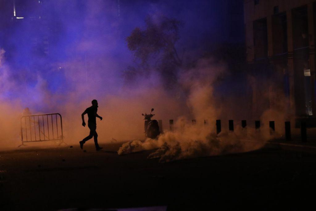 عام من الأزمات الحادة و الاحتجاجات الشعبية في لبنان