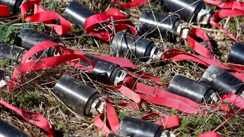 قنيبلات عنقودية غير منفجرة تم جمعها بعد القصف الأخير خلال الصراع العسكري على منطقة ناغورني قرة باغ/رويترز