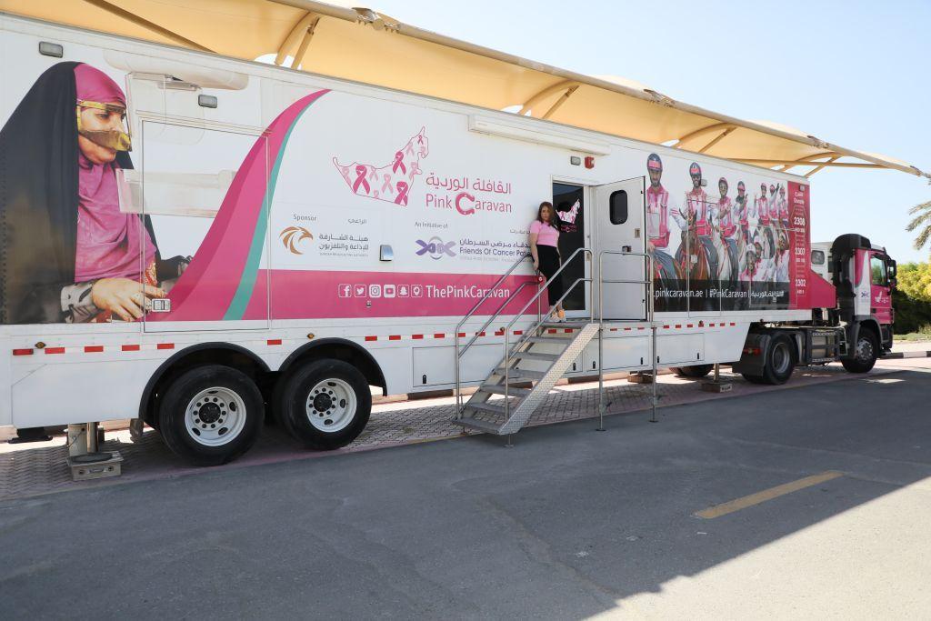 """""""أخبار الآن"""" تواكب القافلة الوردية للتوعية بسرطان الثدي في الإمارات"""