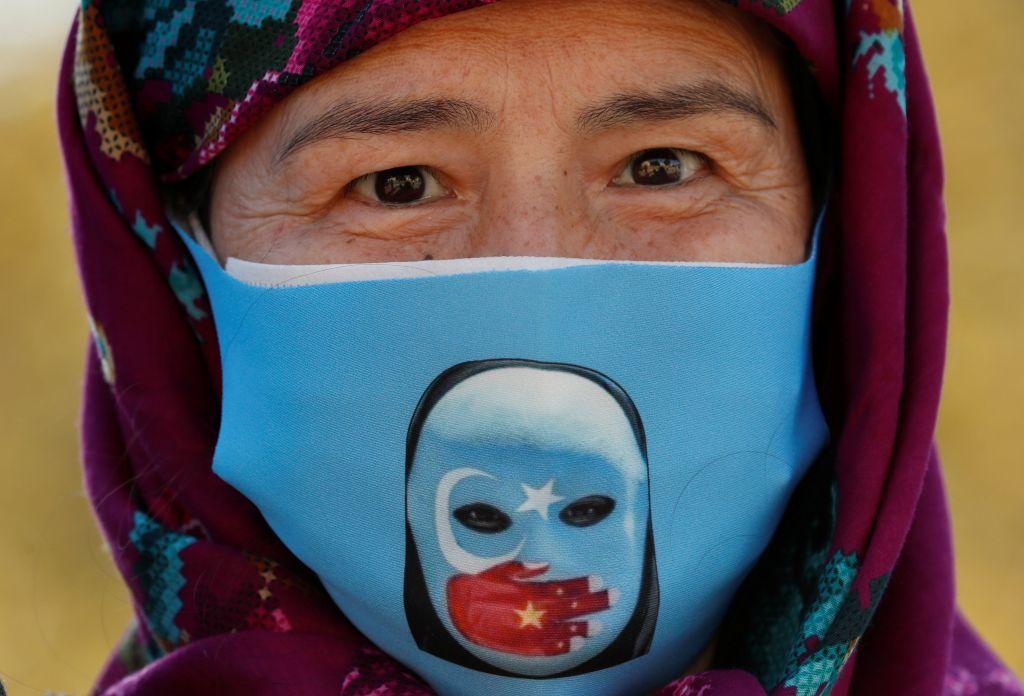 نساء شينجيانغ