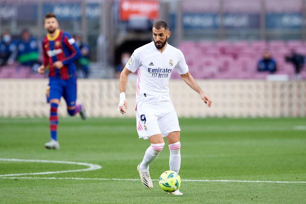 كريم بنزيمة أثناء مواجهة ريال مدريد وبرشلونة في الكلاسيكو