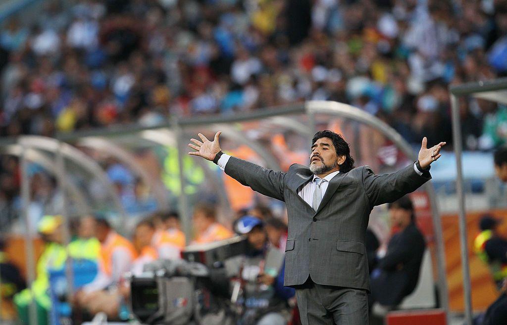 مارادونا أثناء قيادة الأرجنتين في مونديال 2010