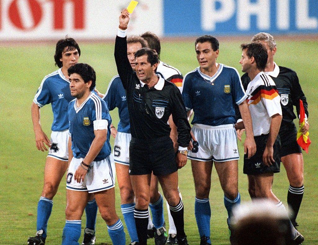 دييغو مارادونا.. نجم خارق ربح العالم بموهبته وخسر نفسه بسبب الإدمان