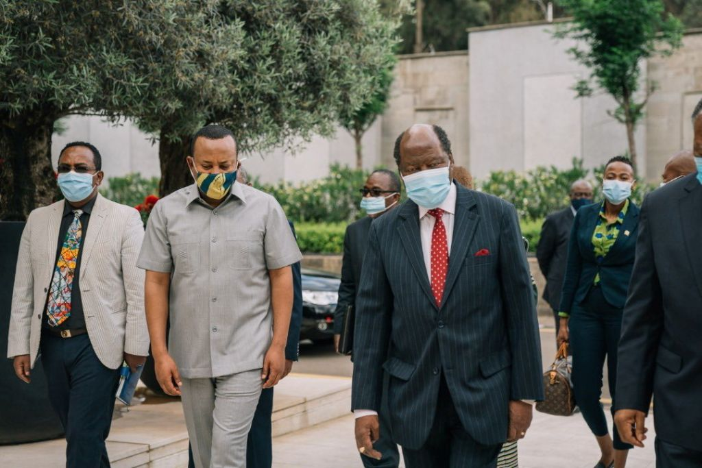 أبيي أحمد يلتقي ممثلين عن الاتحاد الأفريقي لمناقشة النزاع في بلاده