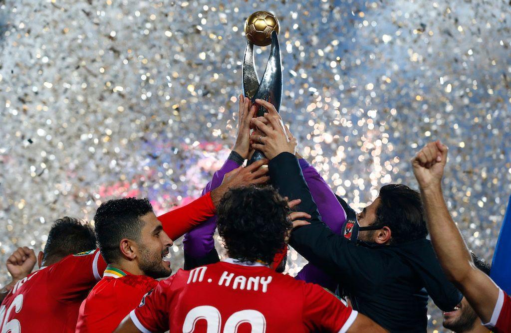 القاهرة تكتسي باللون الأحمر.. احتفالات صاخبة لجماهير الأهلي باللقب الأفريقي