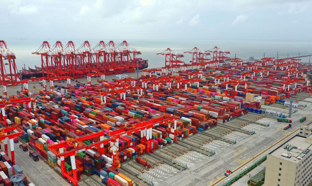 ميناء شنغهاي في الصين يشهدُ نقصاً في حاويات الشحن