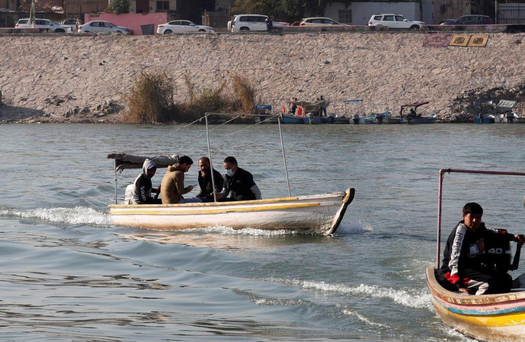 وزاد الإقبال على العبارات خلال العقد الماضي الذي صارت فيه التفجيرات شيئا معتادا في بغداد وجعلت السير على الطرق مغامرة غير مأمونة العواقب.