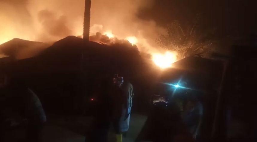 بنغلاديش.. حريق هائل يدمر قسماً كبيراً من مخيم نايابارا للاجئين (فيديو+صور)