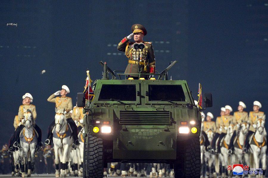 عرض عسكري لإحياء ذكرى المؤتمر الثامن لحزب العمال في بيونغ يانغ ، كوريا الشمالية. رويترز