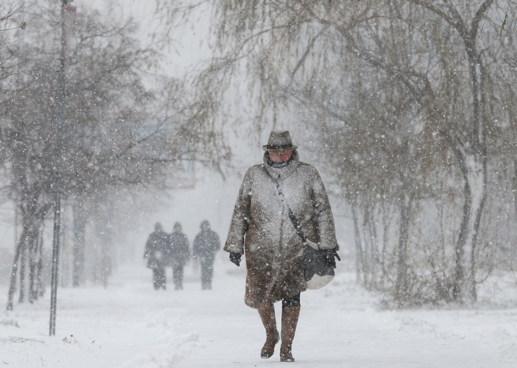 بالصور.. 22 درجة تحت الصفر.. موجة صقيع جليدية تضرب أوكرانيا