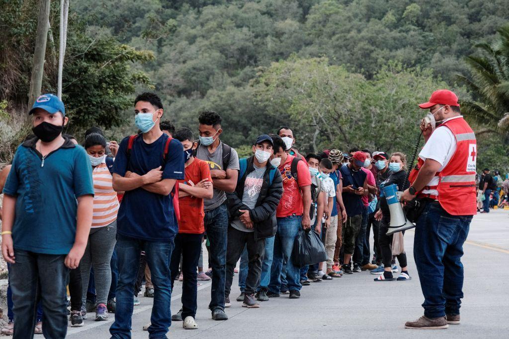 آلاف المهاجرين الهندوراسيين في اتجاه الولايات المتحدة يصلون إلى غواتيمالا