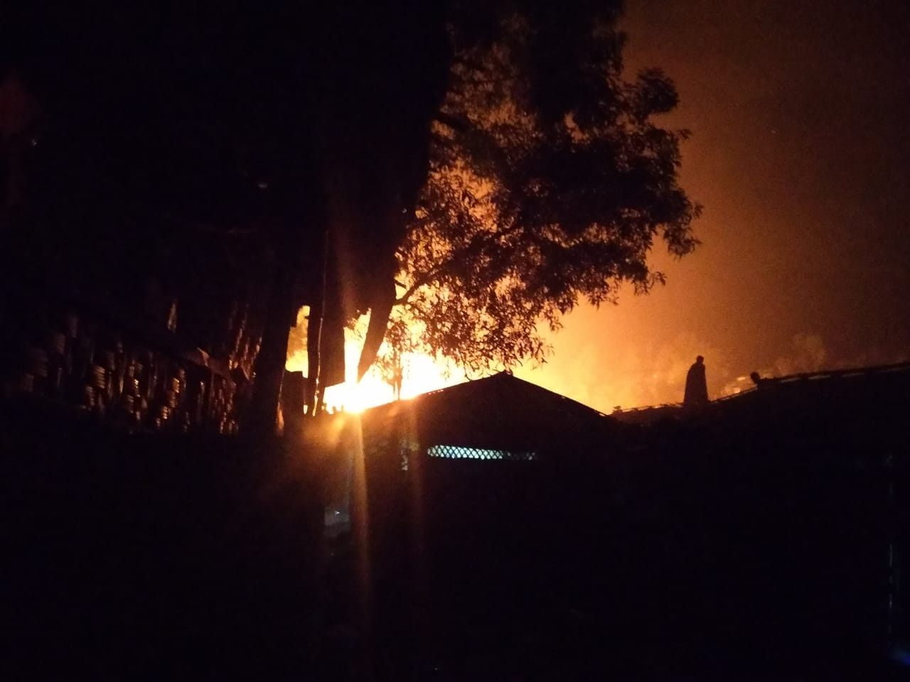 بنغلادش.. حريق جديد يدمر 4 مراكز تعليمية ويعطل العديد من الملاجئ