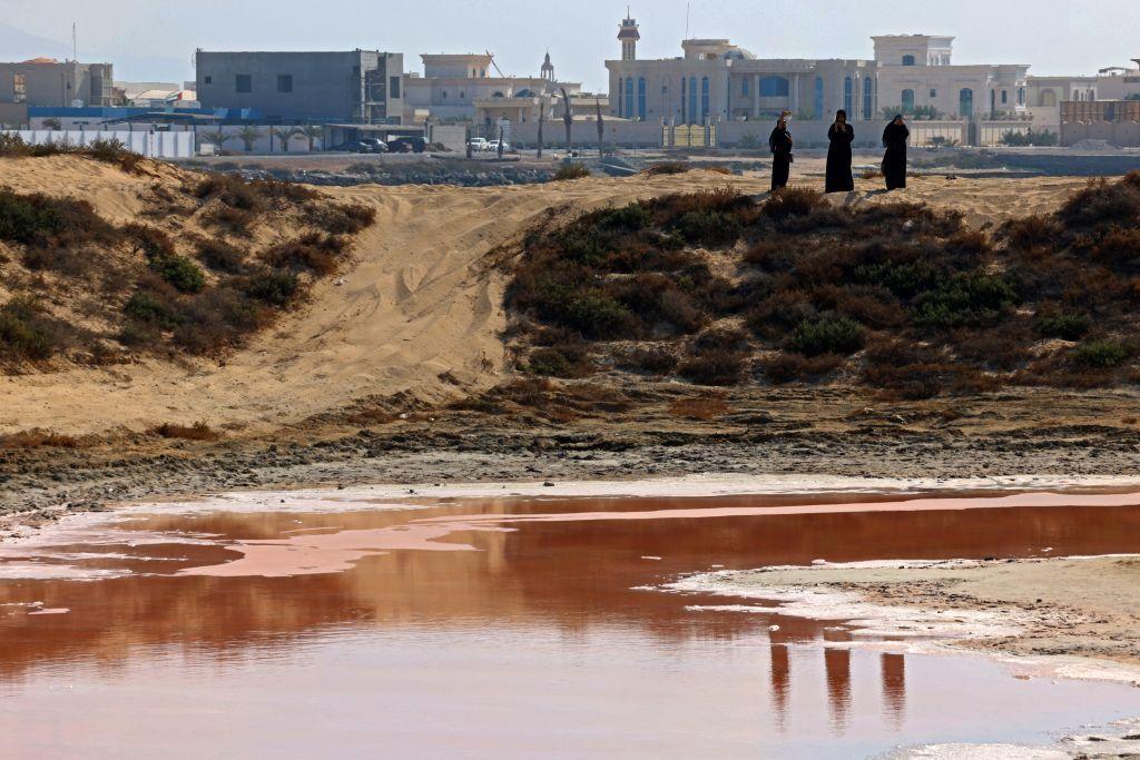 الإمارات.. بحيرة وردية في رأس الخيمة