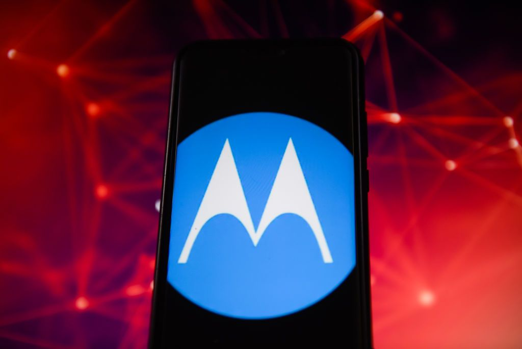"""هاتف جديد من موتورولا يمكنه الإتصال بشبكات """"5G"""".. تعرفوا إلى مواصفاته"""