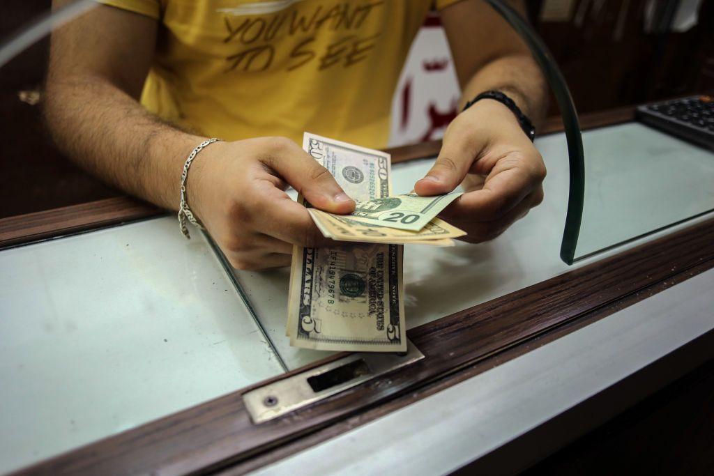 """أرقام رسميّة تكشف ارتفاع التضخم في لبنان.. وخبير اقتصادي لـ""""أخبار الآن"""": """"البيانات غير حقيقية""""!"""