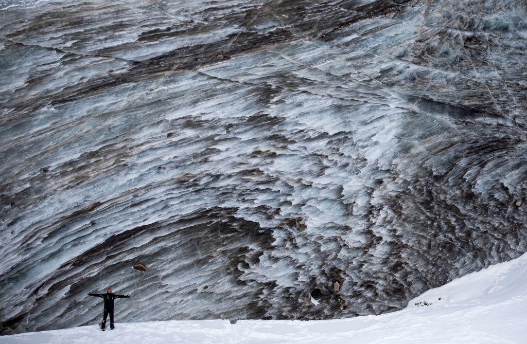 الجبال والأنهار المتجمدة تجذب المغامرين في كازاخستان في ظل كوفيد-19