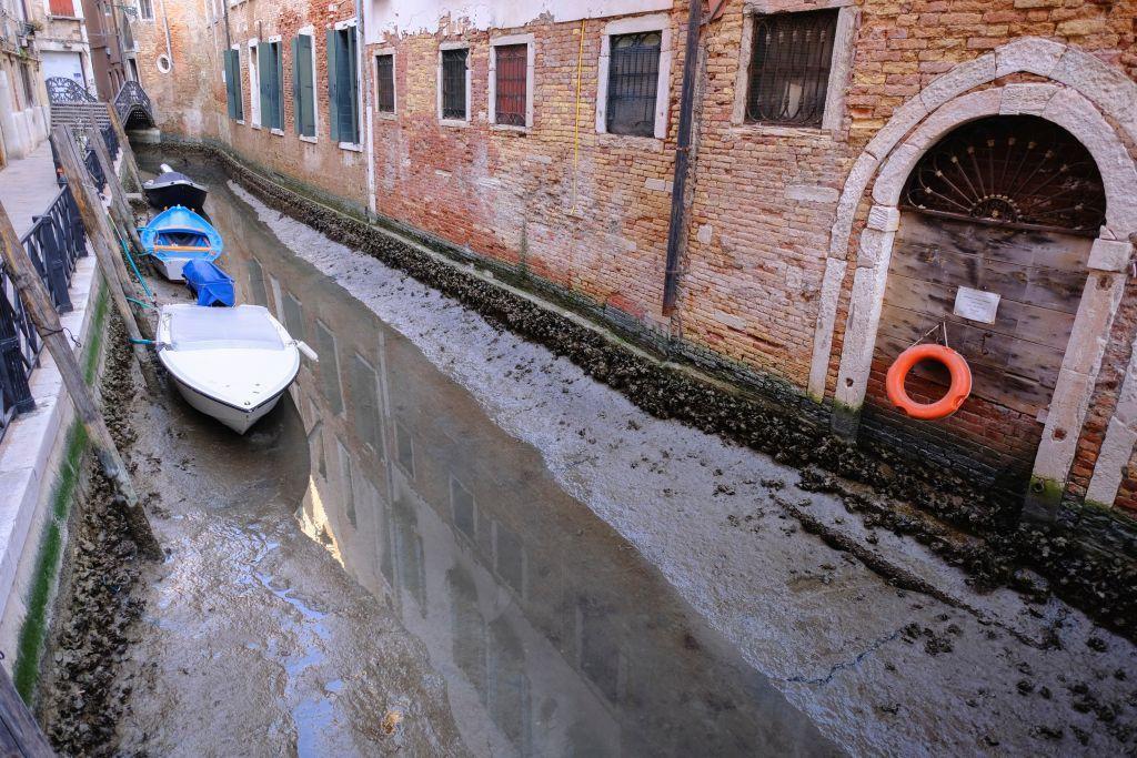 ايطاليا.. الجفاف يضرب القنوات المائية بالبندقية