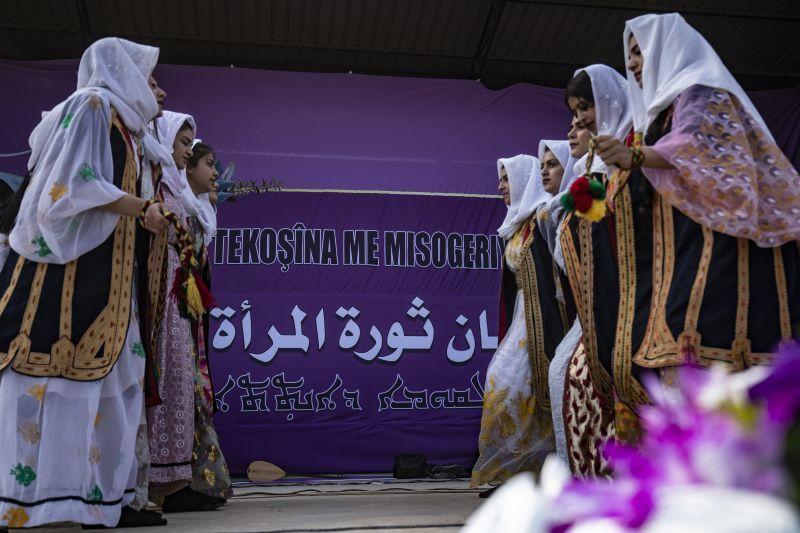 في القامشلي.. سوريات يحتفلن بيوم المرأة على طريقتهن الخاصة