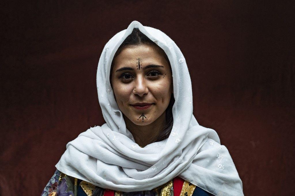 """أكراد سوريا يحيون يوم """"الزي الكردي"""" في القامشلي"""