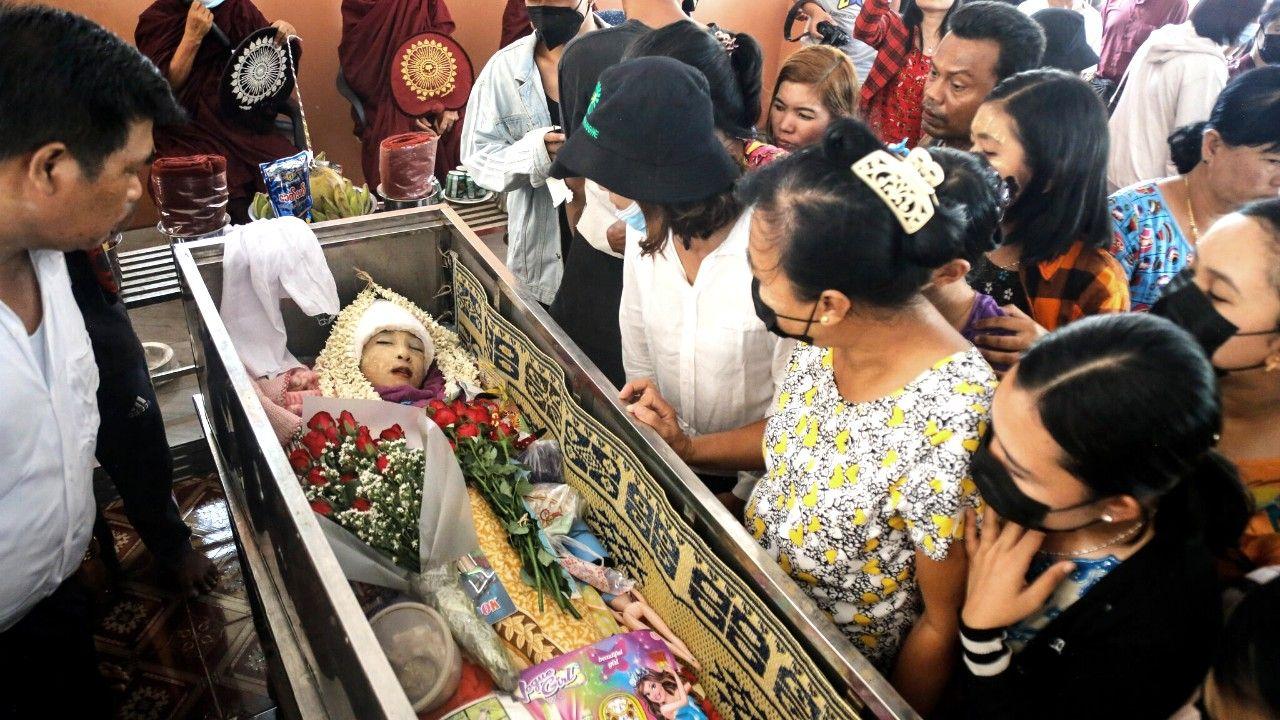 """""""لقد سقطت للتو وماتت"""".. قصة طفلة قُتلت برصاص الجيش في ميانمار"""