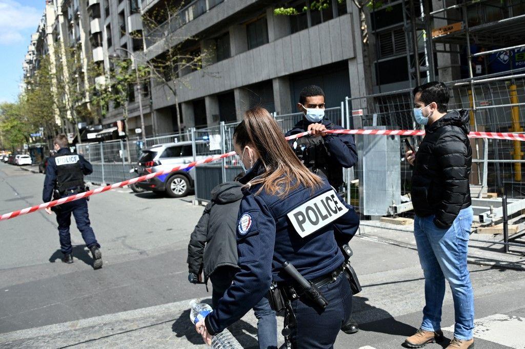 جريحان بالرصاص أمام مستشفى في باريس