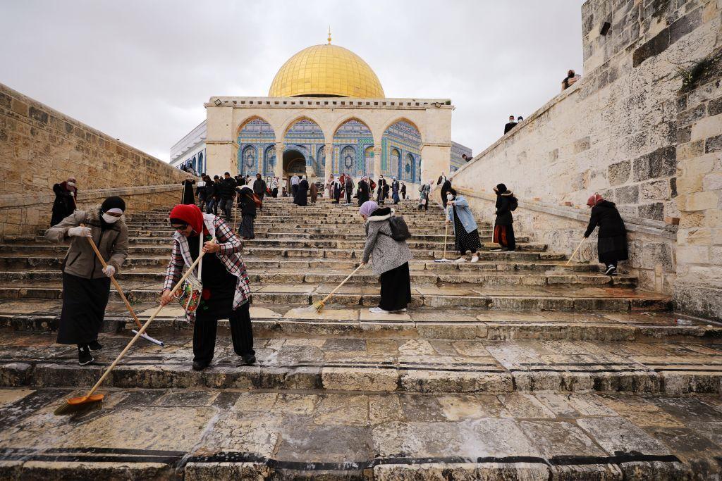 أضواء وحشود في القدس خلال شهر رمضان