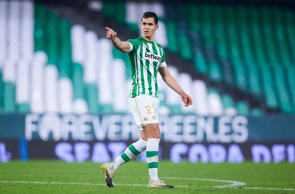 برشلونة يدرس التعاقد مع نجم الجزائر
